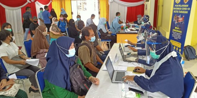 Guru di Tarakan Mengikuti Vaksinasi Massal di Gedung Serbaguna Pemkot Tarakan. foto: Fokusborneo.com
