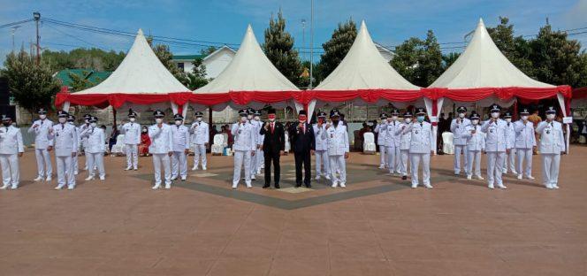 Bupati KTT, Ibrahim Ali dan Wakil Bupati KTT, Hendrik foto bersama 31 Kepala Desa terpilih di Kabupaten Tana Tidung
