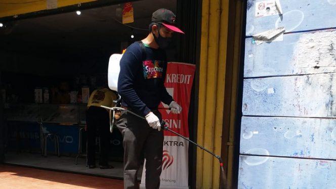 Komunitas Coffe Lovers Tarakan Melakukan Penyemprotan DIsinfektan di Area Pasar Gusher, foto: ist