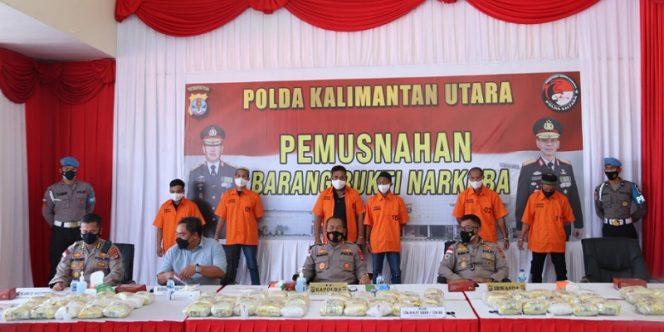 Kapolda Kaltara, Irjen Pol Bambang Kristiyono Pimpin Pemusnahan Narkotika Jenis Sabu-Sabu Seberat 126 Kilogram. foto: ist