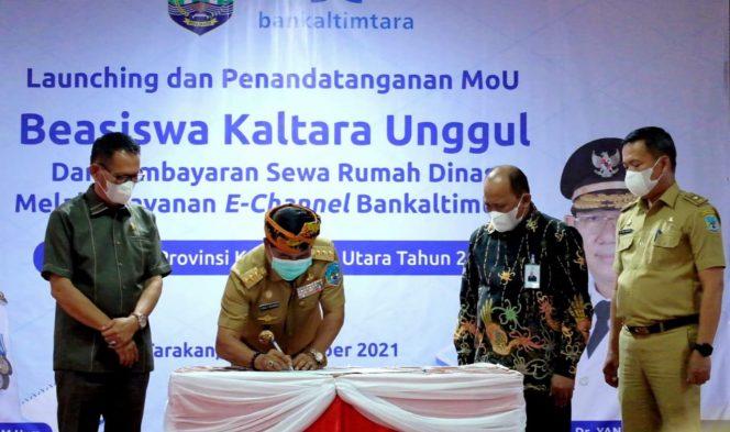 Gubernur Drs H. Zainal A.Paliwang, SH, M.Hum saat meresmikan Program Beasiswa Kaltara Unggul di Kampus UB Tarakan, belum lama ini. Foto: Dok Adpim