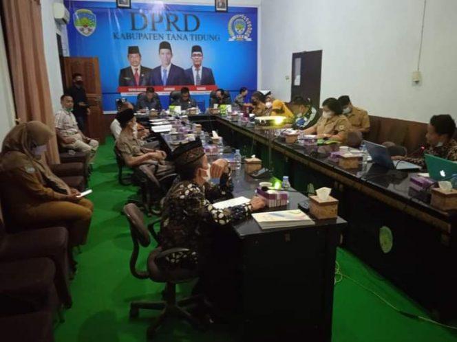 Bapemperda DPRD Kabupaten Tana Tidung saat melaksanakan rapat kerja terkait penyusunan sejumlah rancangan peraturan daerah ( Raperda) yang masuk dalam program kerja Tahun 2021