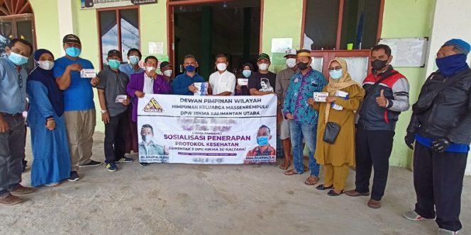 Ketua DPW Hikma Kaltara, Khairul Bersama Jajaran Pengurus Menyerahkan Bantuan Makser Untuk Masjid Jami Al Mubarak, Juata Permai. Foto: fokusborneo.com