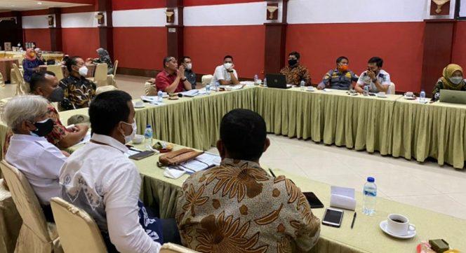 Ketua Pansus Raperda DPRD Provinsi Kaltara Yancong pimpin pembahasan 4 Raperda. Foto : Istimewa