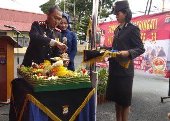 Syukuran Hut Bhayangkara ke-73 Tahun, Potong Tumpeng oleh Kapolres Tarakan AKBP Yudhistira Midyahwan, Rabu (10/7).