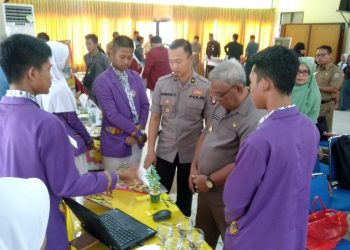 Wawali Tarakan Effendhi Djuprianto saat meninjau Lomba Parade Cinta Tanah Air, Selasa (30/7). Poto/Ari