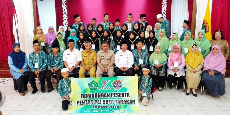 Walikota Tarakan Khairul Melepas Rombongan Peserta Pentas PAI Tarakan ke Provinsi Kaltara, Selasa (6/8). Poto : Ari/fokusborneo.