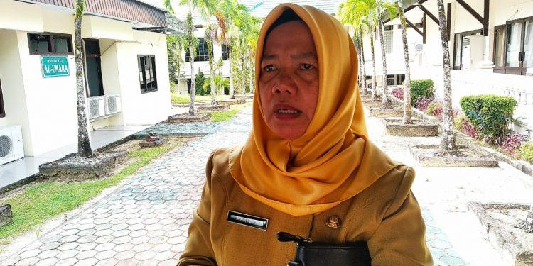 Kepala Badan Pengelolaan Pajak dan Retribusi Mariyam. Poto : Ari/Fokusborneo.