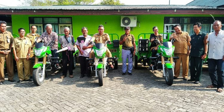 Poto Besama, Anggota Komisi VII DPR RI Ari Yusnita,Walikota Kota Tarakan dan Wakl Walikota Bersama jajaran dan Masyarakat, (12/8). Poto : Ari/Fokusborneo.