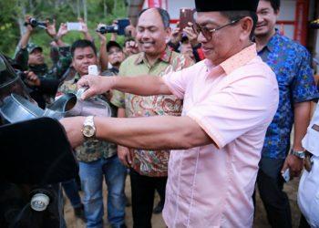 Gubernur Kaltara Dr H Irianto Lambrie meresmikan APMS BBM Satu Harga di Krayan Kabupaten Nunukan beberapa waktu lalu. Poto : Humas Pemprov Kaltara