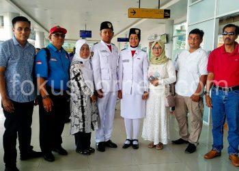 Cut Putri Widya Utami dan Fahmi Nur Deskanuriawan, 2 Paskibraka Nasional 2019 Wakil Kaltara Tiba di Kota Tarakan, Jum'at (23/8). Poto : Ari/Fokusborneo.