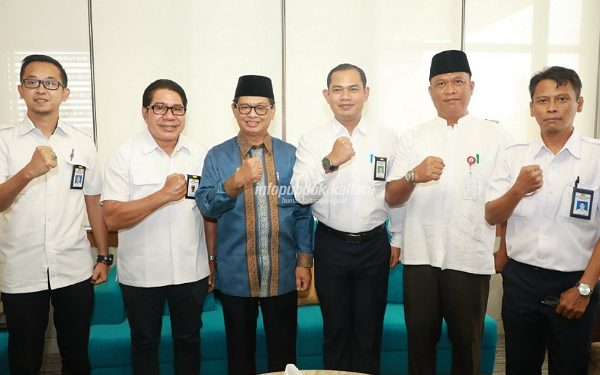 AUDIENSI : Gubernur Kaltara Dr H Irianto Lambrie berfoto bersama kepala BP2W Kaltara Donny Fitriady dan jajarannya, Kamis (22/8). Poto : Humas Pemprov Kaltara