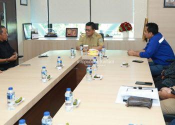 AUDIENSI : Gubernur Kaltara Dr H Irianto Lambrie menerima kunjungan kerja dari jajaran Kementerian ESDM di Tanjung Selor .poto:Humas Pemprov Kaltara