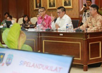 TOP INOVASI : Gubernur Kaltara, Dr H Irianto Lambrie memaparkan Inovasi Sipelanduk Kilat, di hadapan panelis KIPP beberapa waktu lalu.Poto:Humas Pemprov Kaltara