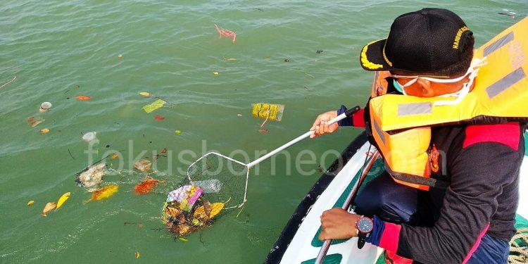 Aksi Bersih Laut dan Pantai di Perairan Tarakan Kaltara. Kamis (12/9). Poto: Ari/Fokusborneo