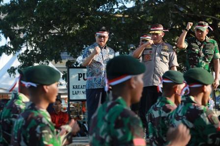 DEKLARASI DAMAI : Gubernur Kaltara, Dr H Irianto Lambrie saat mengikuti Parade Kebangsaan dan Deklarasi Damai untuk Keutuhan NKRI, Kamis (17/10) sore.Poto: Humas Provinsi Kaltara