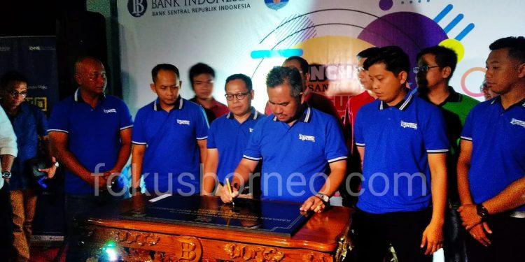 Walikota Tarakan Khairul didampingi KpW Bank Indonesia Kaltara Hendik Sudaryanto dan tamu undangan resmikan wisata kuliner Bangayo, Sabtu (12/10). Poto: Ari/ fokusborneo.com