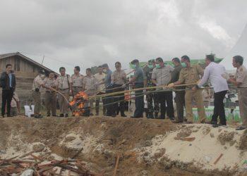 Kementan Musnahkan 3,9 Ton daging Kerbau Ilegal Asal Malaysia (15/10). Poto: Istimewa