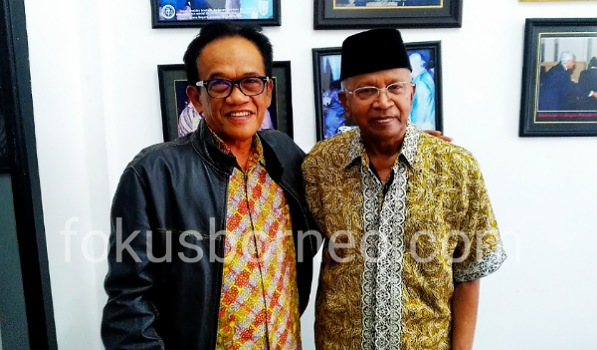 Kedua tokoh bertemu, Latinro La Tunrung dengan Jusuk SK, Sabtu (26/10). Poto: Ari/Fokusborneo.com