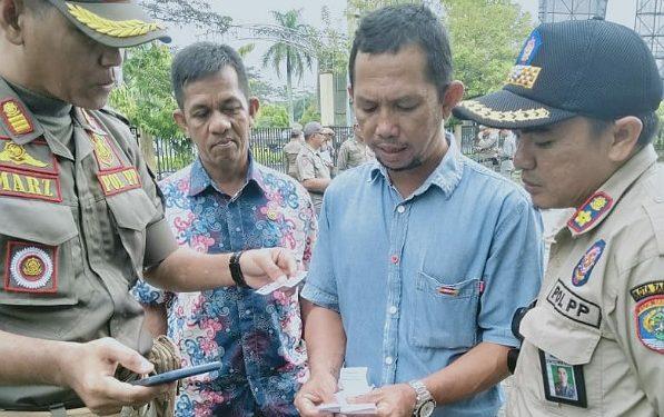 Satpol PP razia penjualan Togel di beberapa warung kopi di Tarakan (31/10). Poto: Istimewa