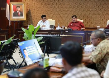 AKUNTABILITAS : Gubernur Kaltara, Dr H Irianto Lambrie saat memaparkan penerapan SAKIP di lingkup Pemprov Kaltara di kantor Kemenpan-RB, Jumat (22/11) malam.Poto : Humas Provinsi Kaltara