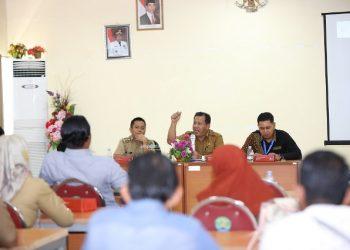KOORDINASI : Asisten II Setprov Kaltara, H Syaiful Herman saat memimpin Rakor Wasdal BBM, Selasa (26/11). Poto: Humas Provinsi Kaltara