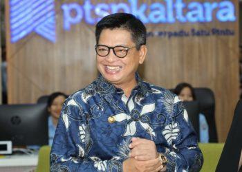 FOKUS : Gubernur Kaltara, Dr H Irianto Lambrie saat meninjau aktivitas DPMPTSP Kaltara, belum lama ini.Poto : Humas Provinsi Kaltara