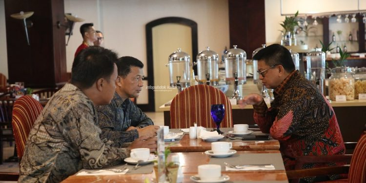 AUDIENSI : Gubernur Kaltara, Dr H Irianto Lambrie saat menerima audiensi jajaran KONI Kaltara, Kamis (7/11) pagi.Poto:Humas Provinsi Kaltara