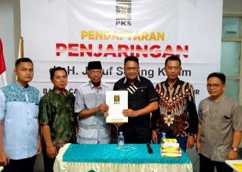 Bacalon Gubernur Kaltara Jusuk SK mendaftar ke PKS Kaltara, Kamis (7/11). Poto: Ari/fokusborneo.com