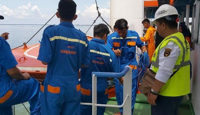 Tim Pemeriksa KSOP Kelas III Tarakan Laksanakan Uji Petik Kapal Milik ASDP Juata Laut Tarakan,(20/11). Poto: Istimewa