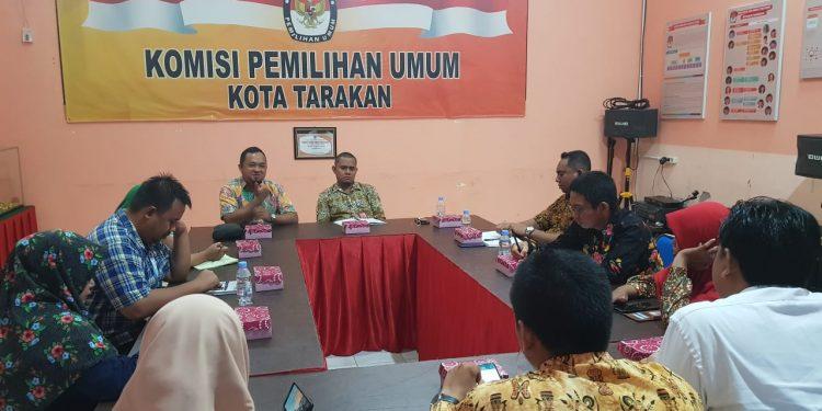 Samakan persepsi, Bawaslu Silaturahmi ke KPU Kota Tarakan  Rabu (27/11/19). Poto: Slamet/fokusborneo.com