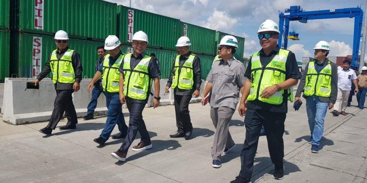 Anggota Komisi 3 DPRD Propinsi Kaltara tinjau Pembangunan terminal peti kemas di Pelabuhan Malundung. (28/11). Poto: Slamet / fokusborneo.com