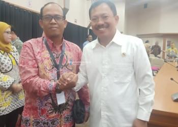 PRIORITAS : Kepala Dinkes Kaltara, Usman berfoto bersama Menkes Terawan Agus Putranto, belum lama ini. Poto: Humas Provinsi Kaltara