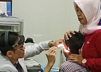 PENGOBATAN GRATIS : Pengobatan gratis yang melibatkan sejumlah dokter spesialis RSUD Tarakan. Kegiatan ini bentuk kerja sama DWP-RSUD Tarakan, dalam rangka HUT ke-20 DWP. Poto: Humas Provinsi Kaltara