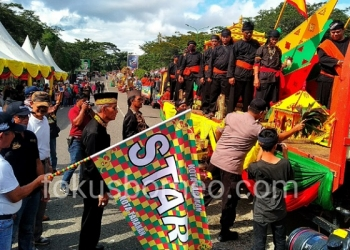 Walikota Tarakan Lepas Parade Budaya, Iringi Perahu Padaw Tuju Dulung Keliling Kota Tarakan (21/12). Poto: ari / fokusborneo.com