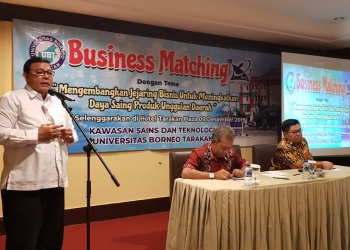 Rektor Universitas Borneo Negeri Tarakan Prof. Andri Patton, membuka secara resmi STP Busniees Macthing (9/12). Poto: slamet / foksuborneo.com