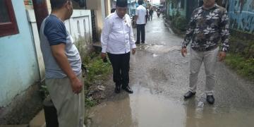 Komisi 3 DPRD Tarakan Bersama Ketua RT dan warga Lingkas Ujung Melihat langsung kondisi Jalan Palem rusak. Poto: Istimewa