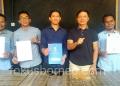 Bacalon Bupati KTT  Ibrahim Ali Menunjukan Surat Rekomendasi dari DPP PAN. (11/12). Poto: ari / fokusborneo.com
