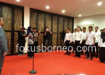 Ketua Bawaslu tarakan Sulaiman, Melantik 12 Panwascam terpilih, Sabtu (28/12/2019). Poto: Ari / fokusborneo.com