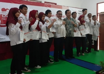 10 Relawan PMI Tarakan mendapatkan Asuransi. Poto: ari / fokusborneo.com