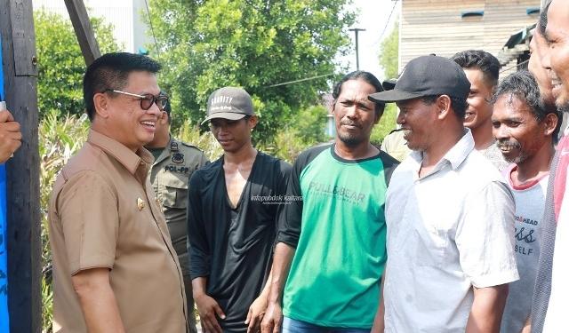 PEDESAAN : Gubernur Kaltara, Dr H Irianto Lambrie saat meninjau pembangunan salah satu desa di Kaltara, belum lama ini. Poto:Humas Provinsi Kaltara