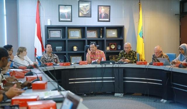 PEMBANGUNAN HIJAU : Asisten II Setprov Kaltara, H Syaiful Herman saat memimpin pertemuan awal GGP, Kamis (9/1). Poto: Humas Provinsi Kaltara