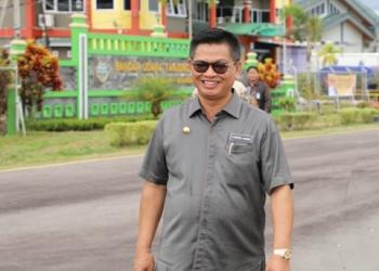 PENINGKATAN : Gubernur Kaltara, Dr H Irianto Lambrie saat meninjau Bandara Tanjung Harapan, Bulungan, belum lama ini. Poto: Humas Provinsi Kaltara