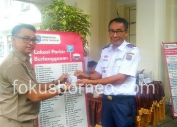Arbain, Kadishub Tarakan Ikut Mendaftar Parkir Berlangganan. (13/1). Poto: Ari/fokusborneo.com
