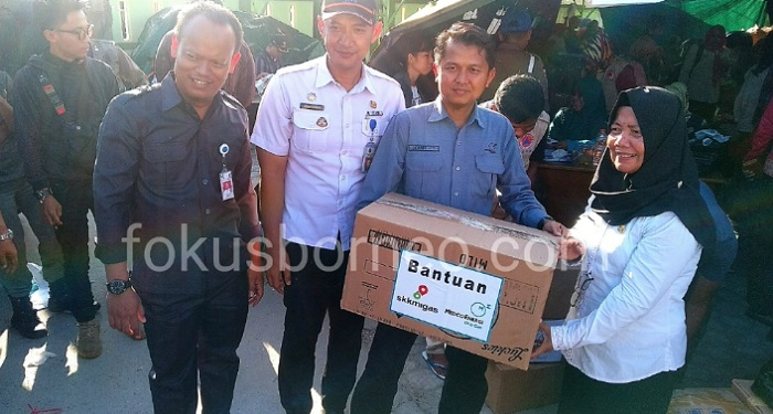 Peduli Korban Bencana Kebakaran, PT Medco E&P Tarakan Serahkan Bantuan di Posko Pengungsian (22/1). Poto: ari / fokusborneo.com