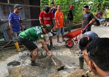 Muhammad Hanfia, Anggota DPRD Tarakan, Galakan Kerja Bhakti di Lingkungan RT Tarakan Timur (25/1). Poto: fokusborneo.com