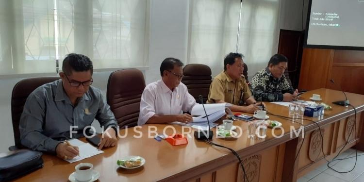 Anggota Komisi 2 DPRD Tarakan bersama Kadisdikbud Tarakan Bahas Persiapan PPDB 2020. Poto: slamet / fokusborneo.com