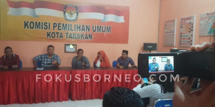 Komisioner KPU Tarakan Gelar Konferensi Pers Terkait Pengumuman Pendaftaran PPK (14/1). Poto: Slamet / fokusborneo.com