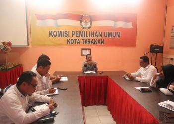 Ketua KPU Tarakan Nasruddin S.Kom, M.Ikom saat memimpin Rapat Awal Tahun. Poto: Istimewa