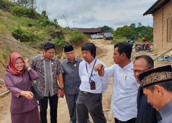 Rombongan Komisi 3 DPRD Tarakan Bersama PLN UP3 Tarakan Tinjau Jalan Lati Mojong 2. Poto:  Istimewa